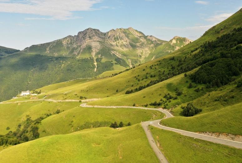 Rutas de montaña en coche por España, una buena alternativa en verano