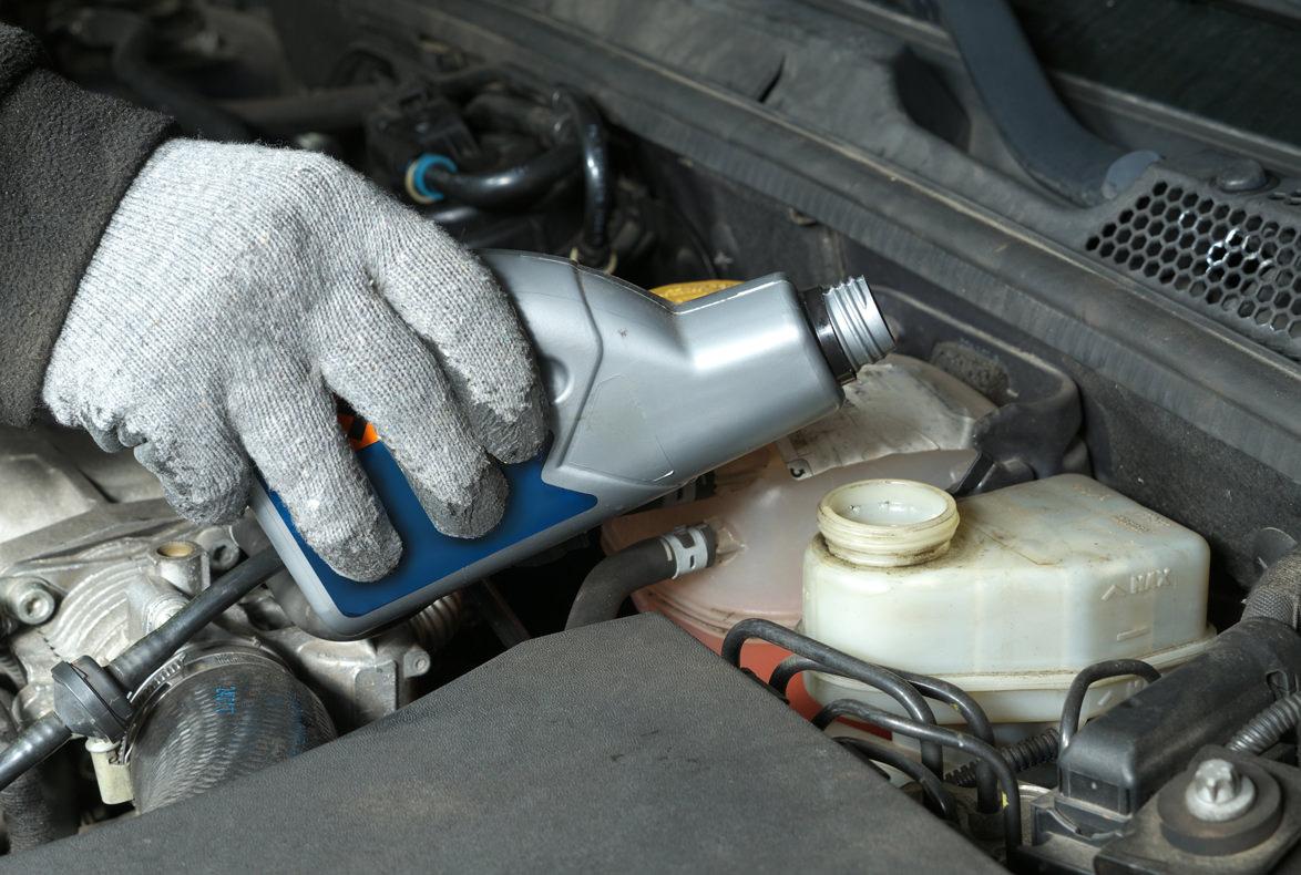 La importancia del líquido de frenos en los coches