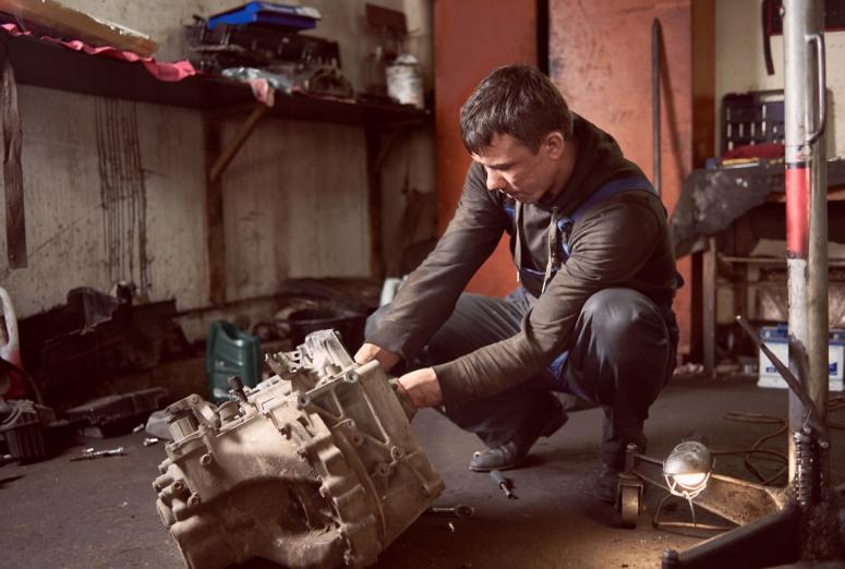 ¿Qué consecuencias tiene realizar el mantenimiento del coche en un taller clandestino?