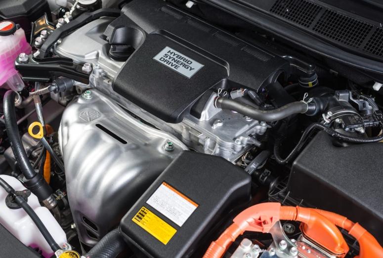Cómo deben formarse los mecánicos para reparar coches eléctricos e híbridos
