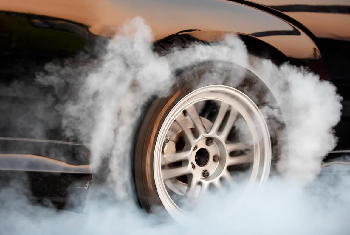 ¿Qué sucede cuándo se bloquean las ruedas del vehículo?