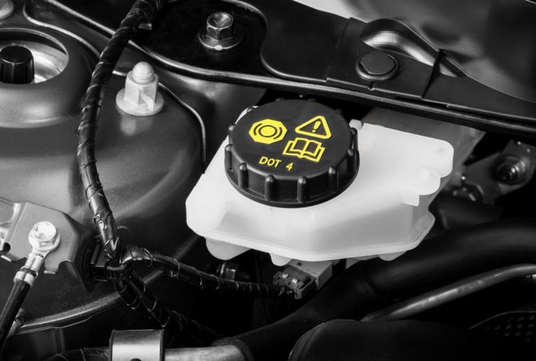 Claves para almacenar correctamente los líquidos de frenos o suspensión
