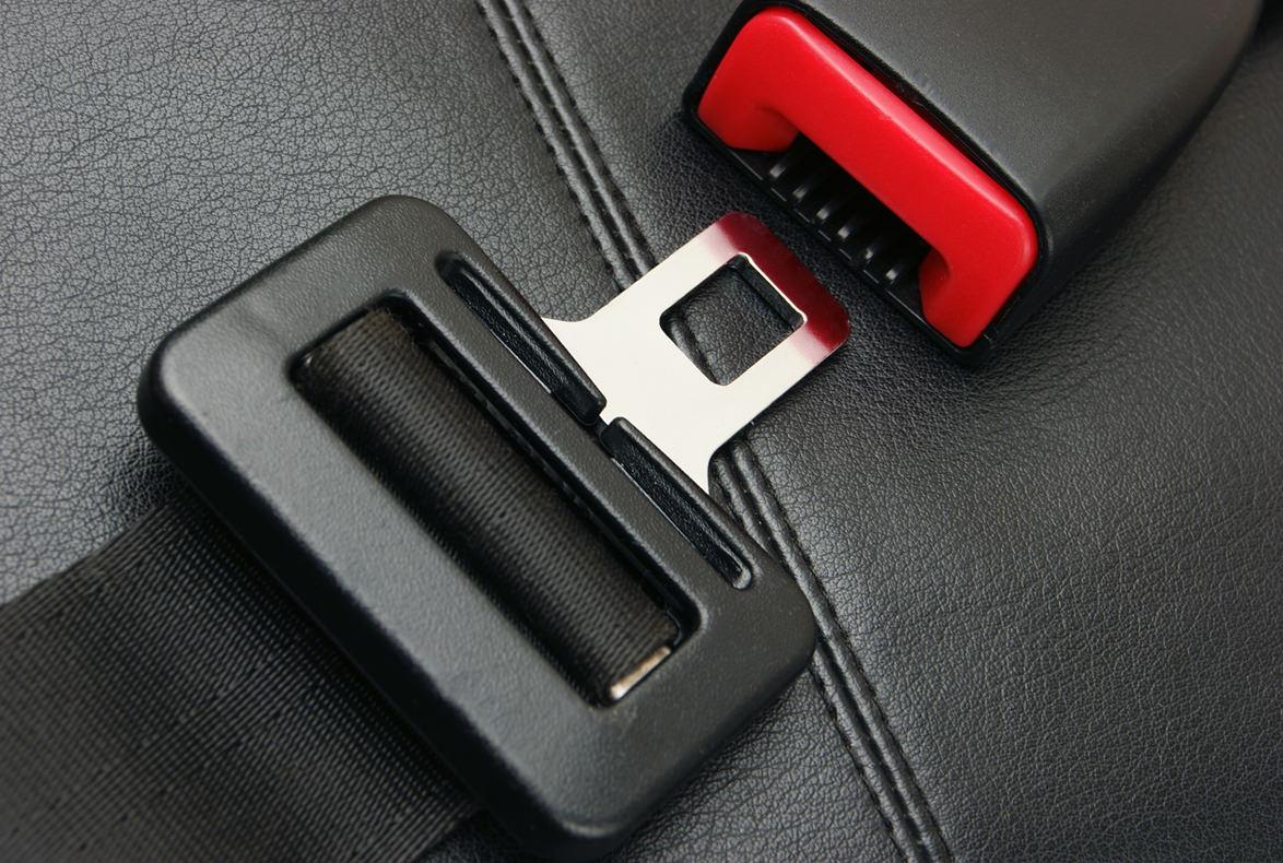 Cinturón de seguridad, elemento clave ante una frenada de emergencia