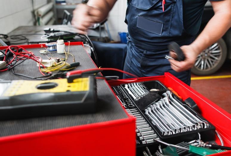 Mantener el orden y la limpieza en el taller de reparación