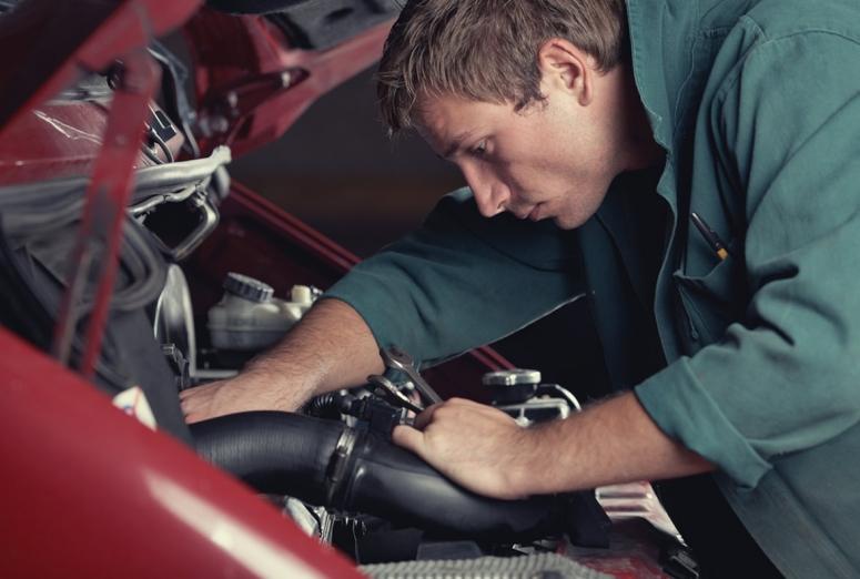 ¿Puede un taller subcontratar personal autónomo?