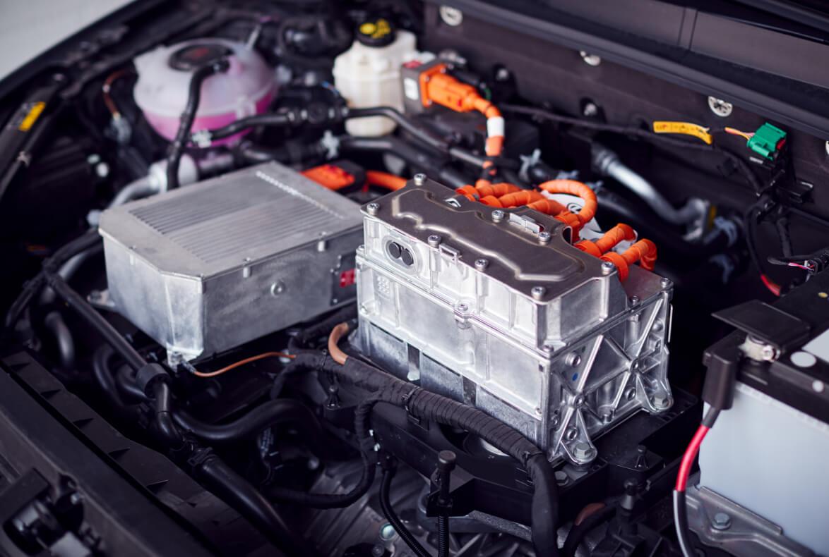 Riesgos y prevención en la manipulación de vehículos eléctricos en el taller