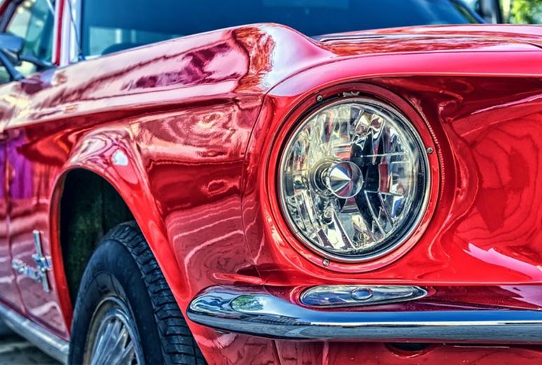 Cómo es el día a día en el taller de reparación de coches de lujo